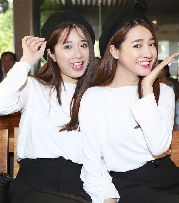 Nhã Phương và em gái Phương Anh.