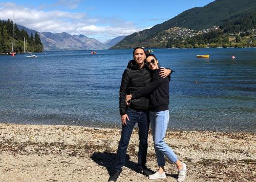 Vợ chồng Hà Tăng trở lại New Zealand sau hai năm.