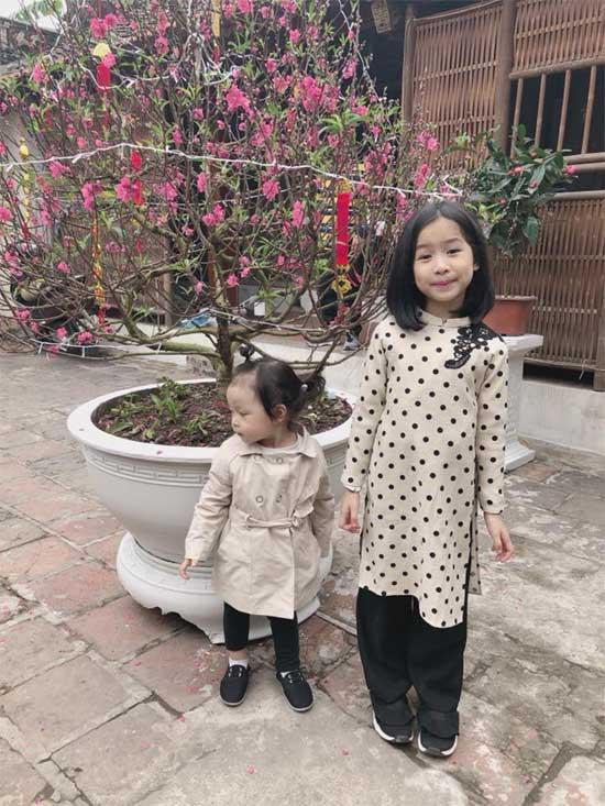 Vào ngày mùng 1 Tết, Lưu Hương Giang vẫn khoe ảnh giấu mặt con thứ 2.