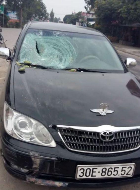 Chiếc xe gây tai nạn khiến ông cụ 86 tuổi tử vong. Ảnh: Bạn đọc cung cấp
