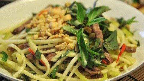 Món ngon ngày Tết dễ làm chống ngán: Cách làm nộm xoài xanh bắp bò