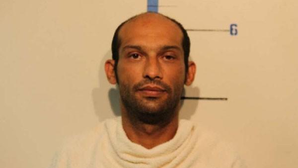 Ông bố bị nghi hai lần bán con gái 14 tuổi làm nô lệ tình dục