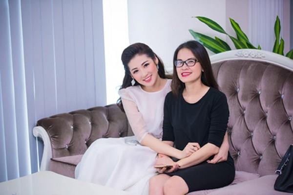 Dương Tú Anh vô cùng thân thiết với mẹ.
