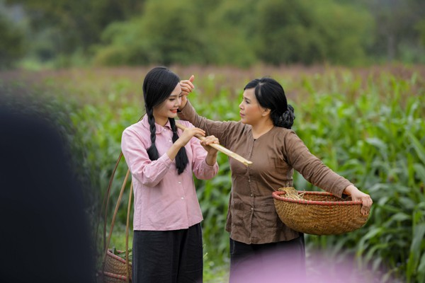 NSND Lan Hương đóng trong MV của Quê mẹ người ơi.