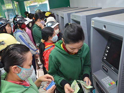 Máy ATM thường quá tải vào dịp Tết. Ảnh: Internet
