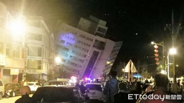 Thấy sàn nhà rung chuyển, chồng vội vàng xả thân che chắn cho vợ con trong trận động đất ở Đài Loan