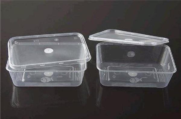 Thay vì được sử dụng một lần, hộp nhựa trong suốt này có thể dùng được nhiều lần khác.