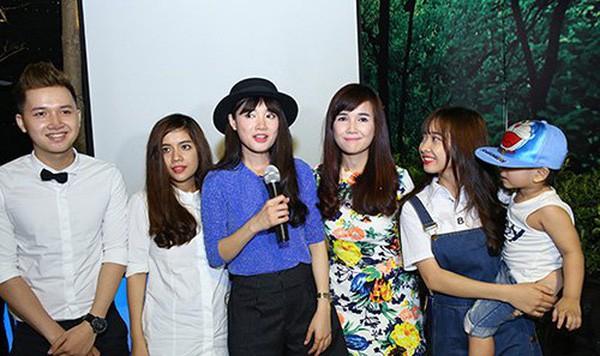 Hiện tại, 4 chị em Nhã Phương đều sống tại Sài Gòn, riêng cô chị thứ 2 đang định cư tại Mỹ.
