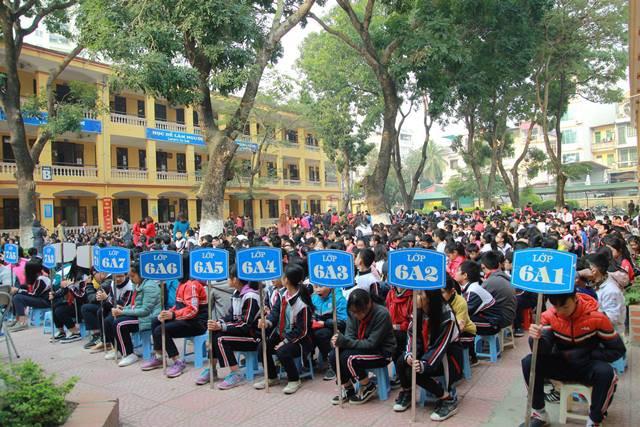 Học sinh trường THCS Phú Diễn chuẩn bị hoạt động thi gói bánh Chưng. Ảnh: PV