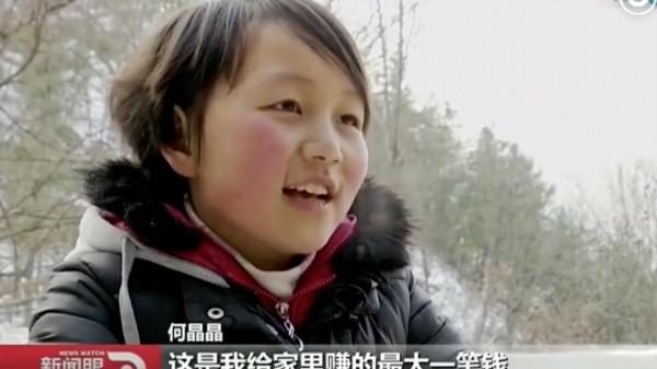 Cô bé He Jing Jing hiếu thảo bán mái tóc của mình để có cơ hội nhìn thấy mẹ mỗi ngày.