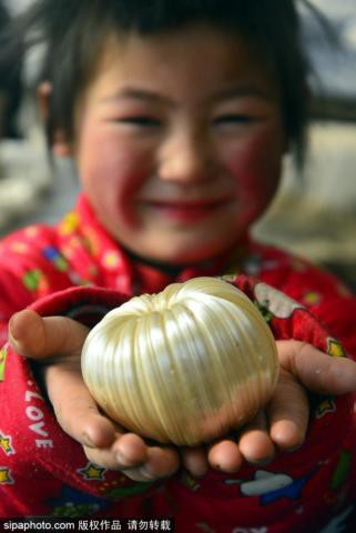 Phong tục lạ ngày 23 tháng Chạp tại Trung Quốc: Ăn kẹo kéo để 'dính miệng', mong ông Công ông Táo không báo tội lên Ngọc Hoàng