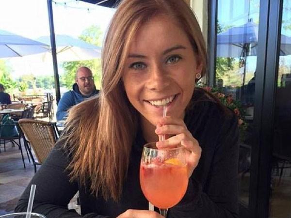 Nữ giáo viên trẻ bị sa thải vì yêu nam sinh cấp 3
