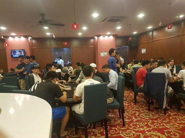 Những giải đấu diễn ra sôi động tại Capital Poker Club (trụ sở 136 Hàng Trống) trước khi CLB này bị khai trừ hội viên. Ảnh: PV