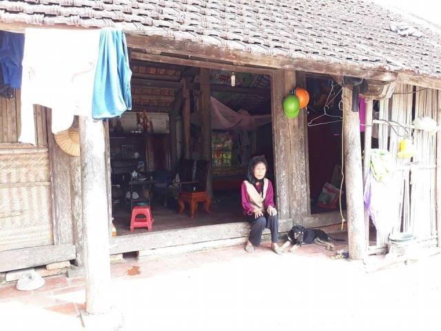 Bà Nguyễn Thị Phúc bên ngôi nhà lụp sụp kể về đứa cháu hư hỏng