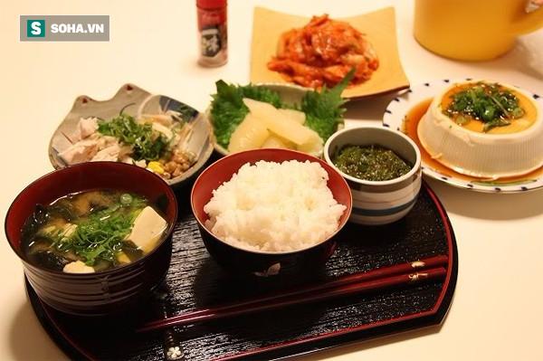 Một bữa tối thanh đạm không chỉ cải thiện khẩu vị của bạn mà còn có nhiều công dụng tuyệt vời đối với sức khỏe. (Ảnh minh họa: Nguồn Internet).