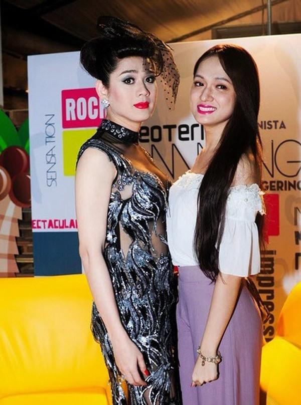 Trước khi xảy ra những tranh cãi, Hương Giang Idol và Lâm Khánh Chi là chị em thân thiết.