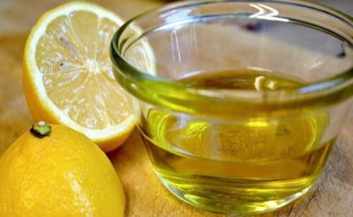 Chanh và dầu oliu tống sỏi mật.