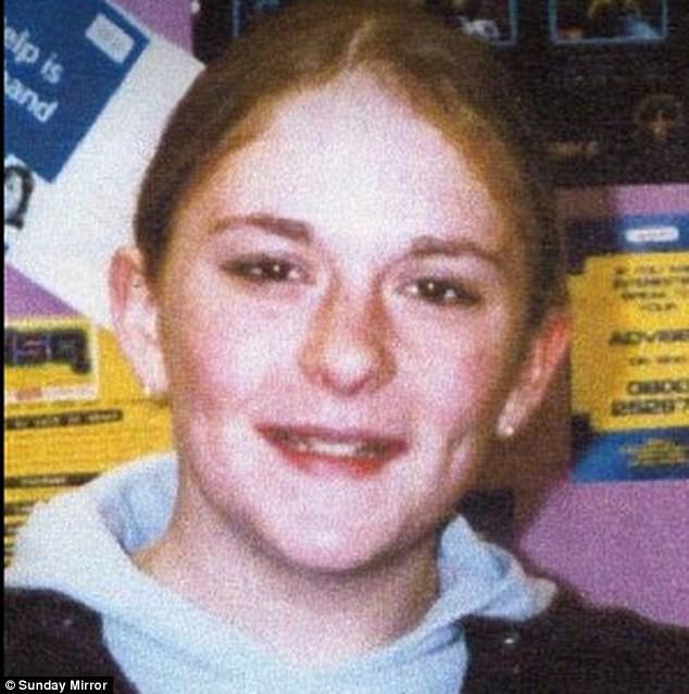 Becky Watson bị lạm dụng tình dục khi mới 11 tuổi.