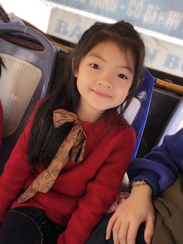 """""""Tác giả"""" hai bài văn miêu tả này là bé Nguyễn Lâm Anh (sinh năm 2010), hiện đang học lớp 2 tại một trường tiểu học ở Đông Anh, Hà Nội."""