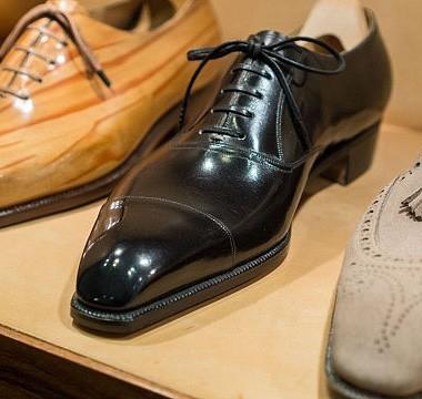 Stefano Bemer được sản xuất bởi bàn tay của những người thợ thủ công bậc nhất. Phải mất đến 3 tháng để hoàn thành và bạn có thể mua chúng với giá hơn 2.000 USD.