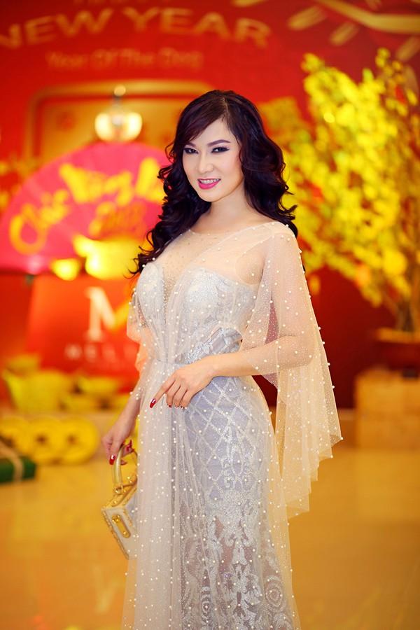 Nhan sắc mặn mà của ca sĩ Kavie Trần.