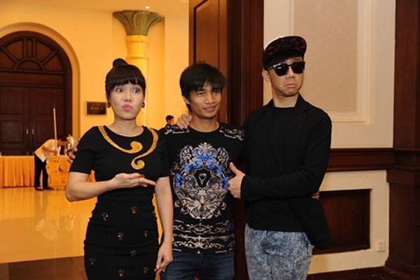 Thảm họa âm nhạc Lệ Rơi từng được MC Trấn Thành dẫn lối vào showbiz.