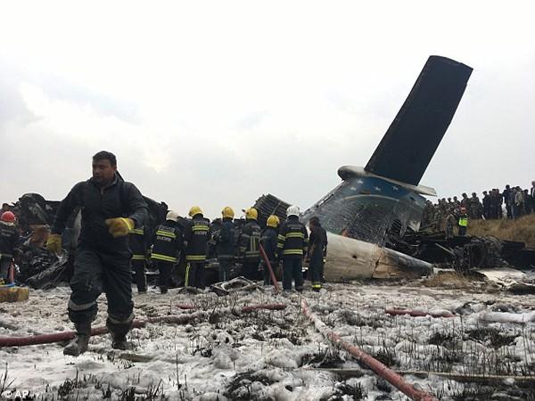 Hiện trường tàn khốc của vụ nổ máy bay khiến ít nhất 49 người thiệt mạng.