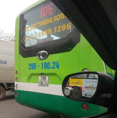 Chiếc xe buýt bị va chạm.