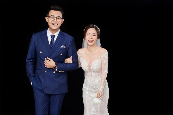 """MC """"Chúng tôi là chiến sĩ"""" khoe vợ xinh đẹp qua bộ ảnh cưới đặc biệt"""