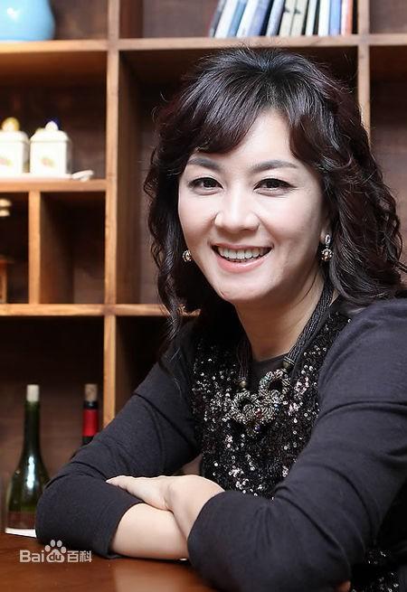 Kim Hye Seon quen thuộc với khán giả truyền hình qua hình ảnh bà nội trợ.