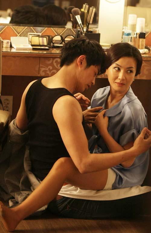 Vai diễn trong bộ phim Perfect partner là sự lột xác của Kim Hye Seon.