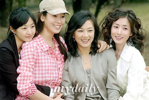 Trong Những nàng công chúa nổi tiếng, Kim Hye Seon vào vai người chị cả lận đận trong đường tình duyên.