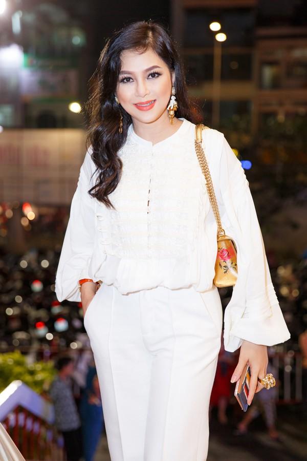 Ở tuổi 48, Thủy Tiên được nhiều người khen vẫn trẻ trung, xinh đẹp. Cô hiện có cuộc sống giàu sang, viên mãn bên ông xã đại gia và các con tại biệt thự triệu đô ở Sài Gòn.