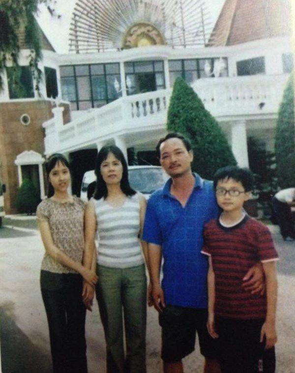 Hương Giang khi còn nhỏ trong hình hài một cậu bé.