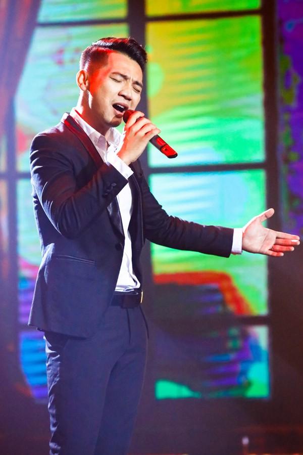 Nam ca sĩ sinh năm 1988 được giám khảo Trường Vũ nhận xét tích cực về màn cover trong tập 1 'Hãy nghe tôi hát'.