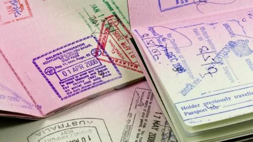 Đối với nhiều người, việc sở hữu một quyển hộ chiếu có chi chít dấu xuất - nhập cảnh là một kỷ niệm đẹp. Ảnh: istock.