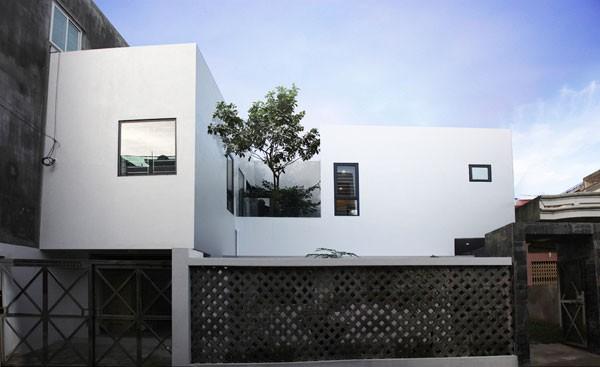 Ngôi nhà của gia đình chị Thủy được xây dựng trên khu đất 300 m2 và hoàn thiện hơn một năm trước.