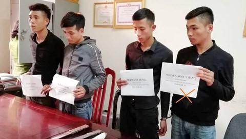 Nguyễn Ngọc Thắng (ngoài cùng bên phải) và đồng bọn. Ảnh: Công an cung cấp.