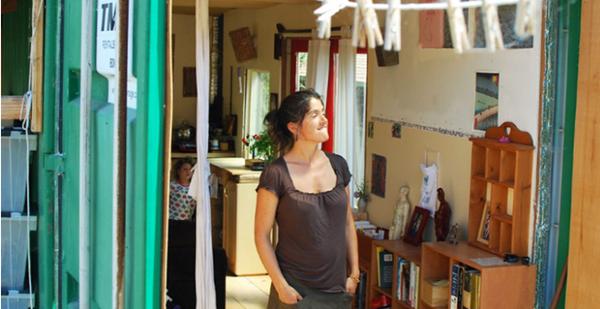 Gánh nặng tài chính đè lên đôi vai người mẹ đơn thân Lulu khi phải trang trải cuộc sống của 5 người với khoản thu nhập ít ỏi. Lulu không thể thuê cho các con một căn nhà lớn nên nảy ra ý định tự tay xây dựng nơi ở.