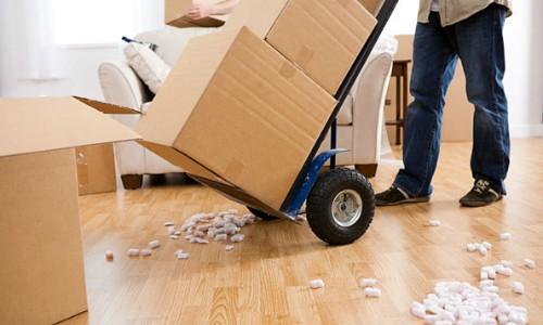 Gặp rắc rối khi bán nhà cho người quen