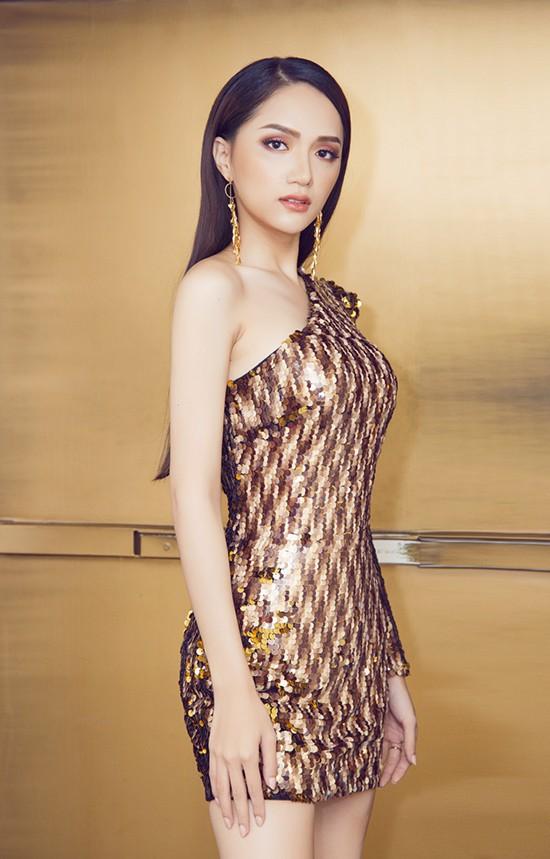 Được biết, Hoa hậu Hương Giang rất đắt show quảng cáo tại Thái Lan.