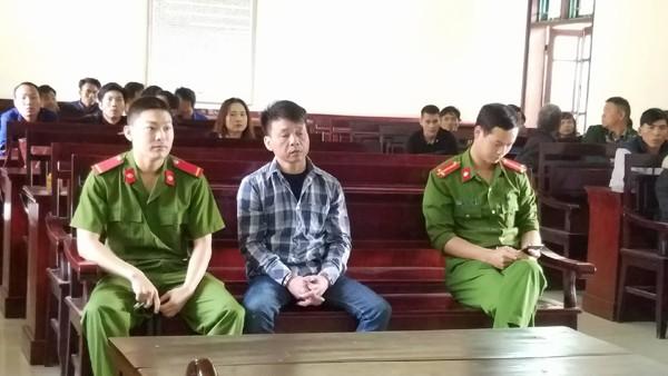 """Hà Tĩnh: 14 năm tù cho """"yêu râu xanh"""" hiếp dâm trẻ em"""