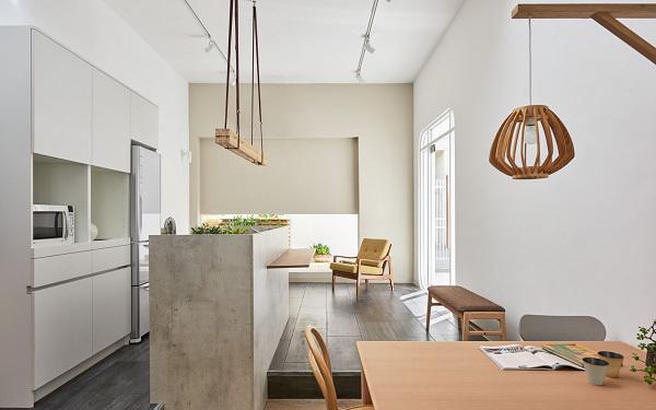 Có thể thấy kiến trúc sư đã sắp xếp nội thất trong nhà khá khéo léo, diện tích nhỏ nhưng vẫn đủ không gian sinh hoạt cho các thành viên.