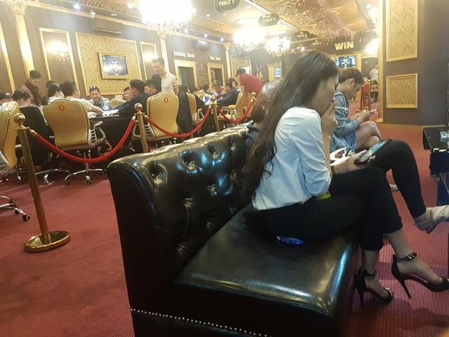 Vận động viên đông nghẹt tại Win Poker Club vào hai ngày cuối tuần.