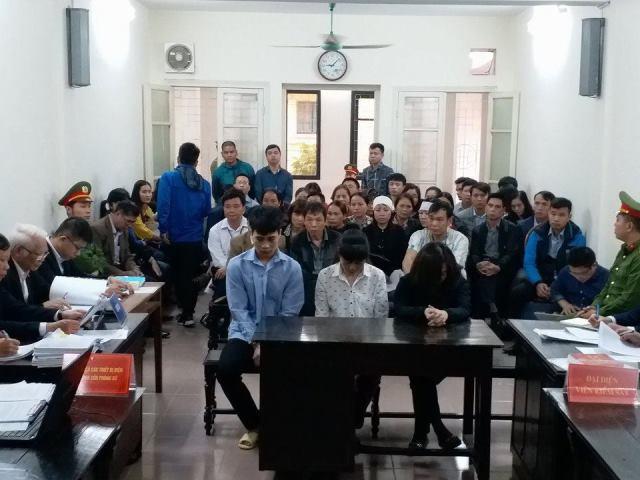 Toàn ảnh phiên tòa xét xử vụ cháy quán karaoke khiến 13 người tử vong. Ảnh: PV