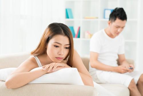 Đêm tân hôn với vợ mới, tôi chết lặng khi nhận được điện thoại từ vợ cũ