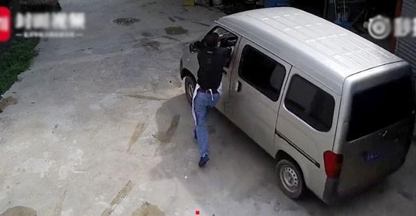 Chủ thiệt mạng trong khi ngăn trộm bắt chó cưng