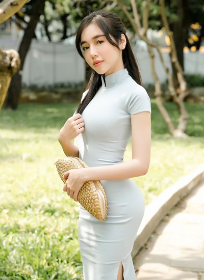 Elly Trần: 'Tôi bớt mặc hở hang vì con'