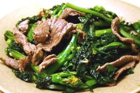 Cách làm món thịt bò xào ngồng cải ngon tuyệt cho bữa cơm gia đình