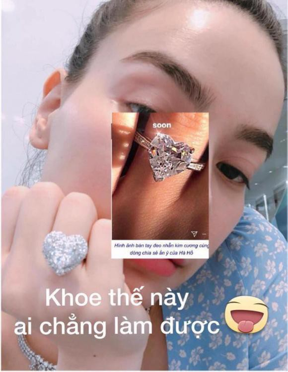 Một người hâm mộ ghép ảnh hai chiếc nhẫn với nhau để cho mọi người thấy sự khác biệt.
